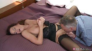 Older man licks her fresh cunt before sticking it in