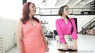 Mature lesbian Red-hot Mary shows barely legal Darcia Lee how it's wrap up