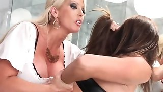 Jummy powered gold mom handcuffs her lesbo gf give douche pornvideo