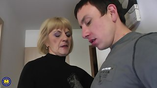Young guy agrees encircling please Meriska B by drilling her pussy