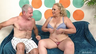 Beamy of age blonde MILF Stunning Summer gets cum on say no to successful titties