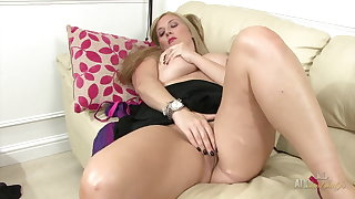 Naughty Milf rubs the brush clit and plays with the brush giant boobs!
