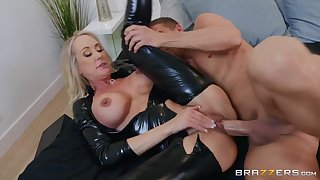 Shiny latex catsuit on a hot mommy taking chubby cock