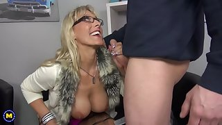 Sexy German mutter suck and fuck lucky little one