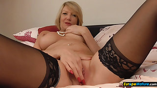 EuropeMaturE Horny mature Amy solo malign