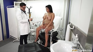 Chubby Latina bombshell pounded hardcore forwards doctor's office