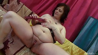 Younger dude fucks sultry granny Irine and makes her scream