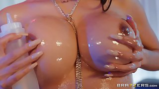 voluptuous MILF pornstar  Lela Star oils up her perfect breasts