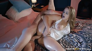Oiled up blonde bombshell Liza Del Sierra missionary and doggy fucked