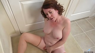 Alone buxom and horny housewife flashes her mature solo masturbation skills
