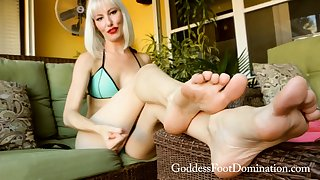 Freaky blonde has A kinky foot fetish