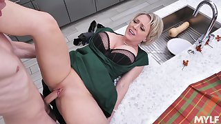 Young lad's fantasy stepmom's fuck with slutty Dee Williams